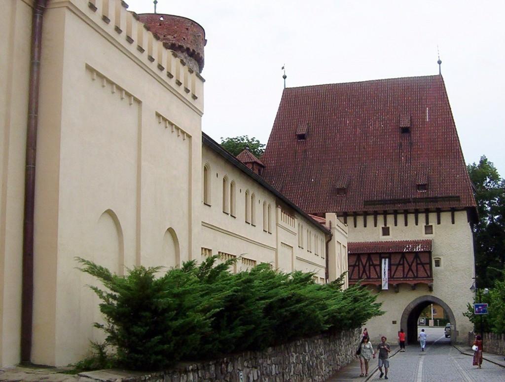 full_3ec29e_Tabor-Bechynska-brana-a-pivovar-z-Klokotske-ulice-Foto-Ulrych-Mir.